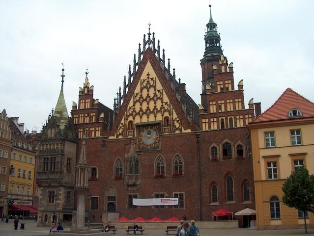 Rathaus von Breslau im gotischen Stil © Krzysztof (Kriss) Szkurlatowski / FreeImages.com